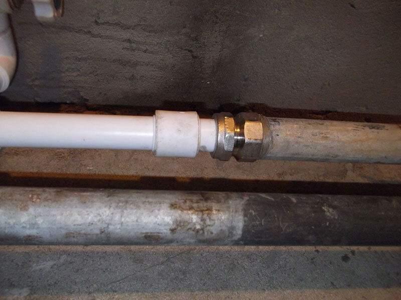 полипропиленовая труба соединена с металлической