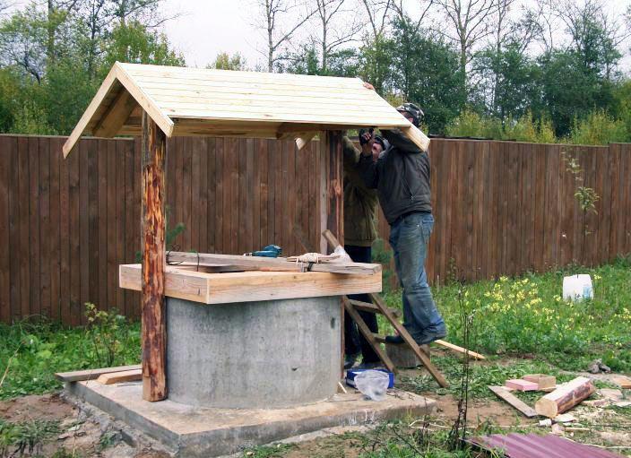 домик для колодца отрытого типа