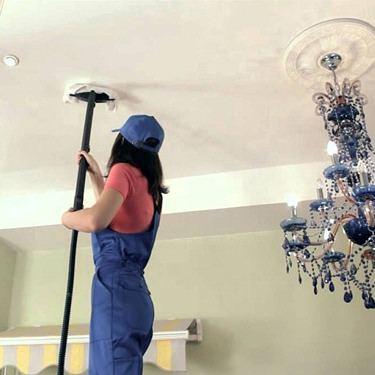 чистим тканевый потолок