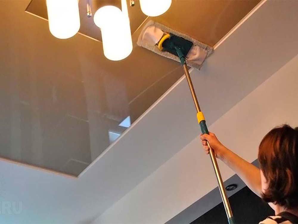 мытьё натяжного потолка